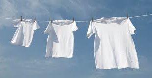 أفضل طريقة لتنظيف الملابس البيضاء وجعلها ناصعة البياض