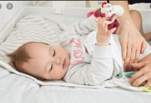 كم مرة يتبرز الرضيع في جميع مراحله العمرية